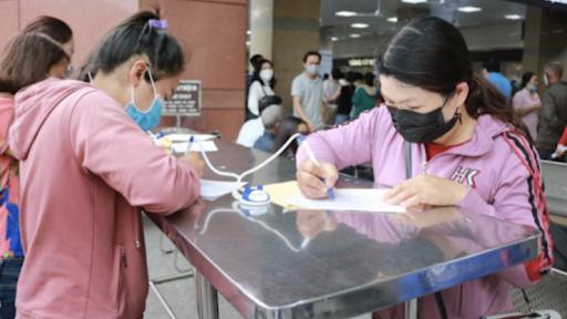Người dân ở TP HCM phải khai báo y tế khi mua thuốc ho, sốt