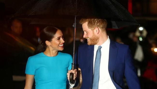 Nhìn lại những khoảnh khắc hạnh phúc của vợ chồng Hoàng tử Harry