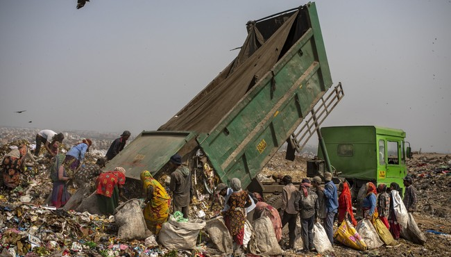 Hình ảnh mưu sinh nơi bãi rác trên khắp thế giới