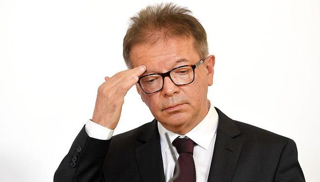 Biết gì về Bộ trưởng Y tế Áo từ chức vì làm việc quá sức?