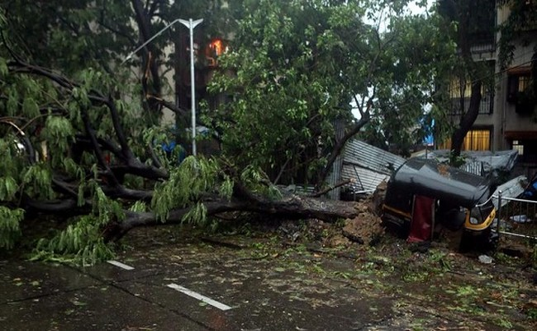 Giữa thảm hoạ COVID-19, Ấn Độ lại hứng thêm trận bão siêu mạnh