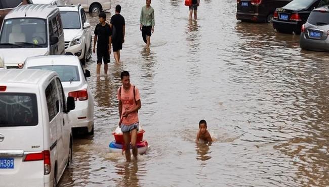 Loạt ảnh mới nhất về trận mưa lũ kinh hoàng ở Trung Quốc