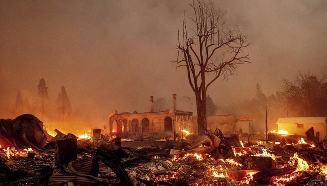 Loạt ảnh chụp trước và sau cháy rừng thảm khốc ở California