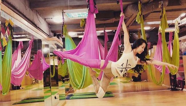 Những tư thế yoga bay cực phiêu của mỹ nhân Việt