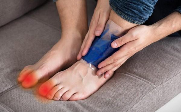Có nên chườm đá lạnh giảm đau tại vết sưng?