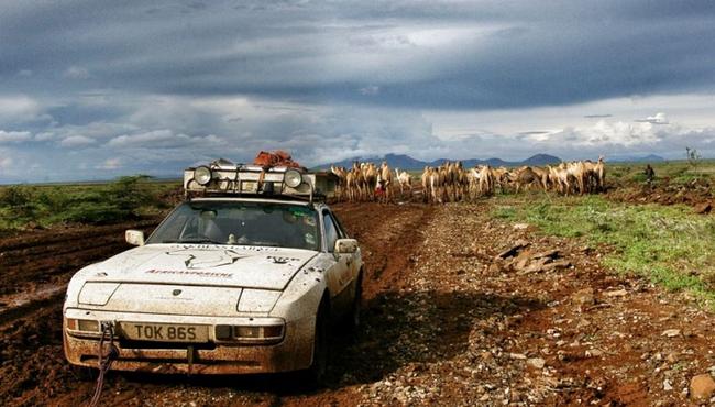 Hành trình 'xuyên lục địa' từ Anh Quốc đến Châu Phi của Porsche 944