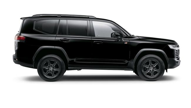 Toyota Land Cruiser 300 GR-S 2022 giá từ hơn 2 tỷ đồng