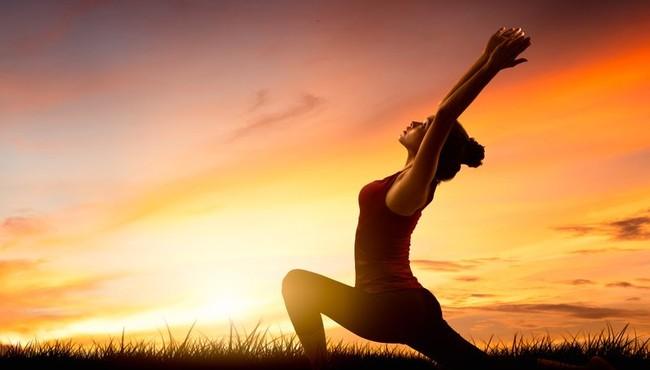Yoga chào mặt trời tạo ra năng lượng và làm sạch cơ thể