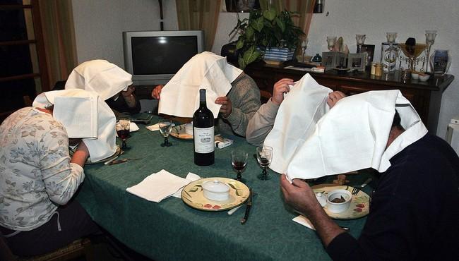Vì sao thực khách phải trùm đầu khi ăn hoạ mi nướng?