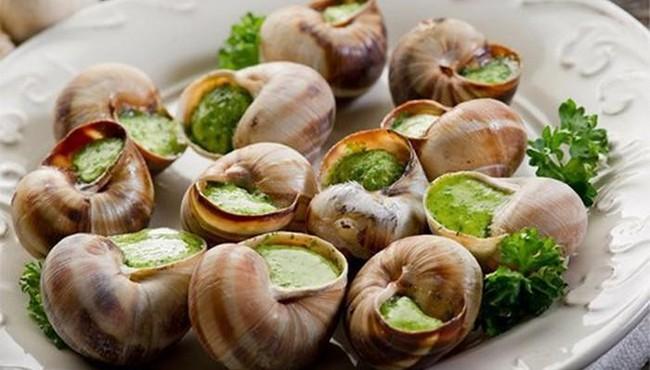 Bất chấp nhiều ký sinh trùng, ốc sên vẫn được chế biến loạt món ăn kinh dị