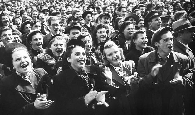 Nhìn lại hình ảnh người dân Liên Xô ăn mừng chiến thắng Thế chiến 2