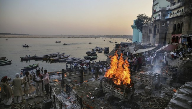 """Ấn Độ đã từng triển khai dự án """"khủng"""" làm sạch sông Hằng như nào?"""
