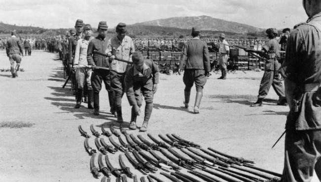 Năm 1945, Nhật hoàng nói gì trong tuyên bố đầu hàng quân Đồng minh?