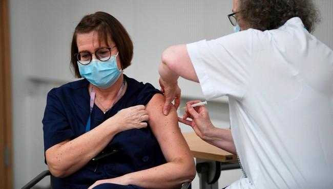 Có cần thiết tiêm vắc xin COVID-19 liều 3?