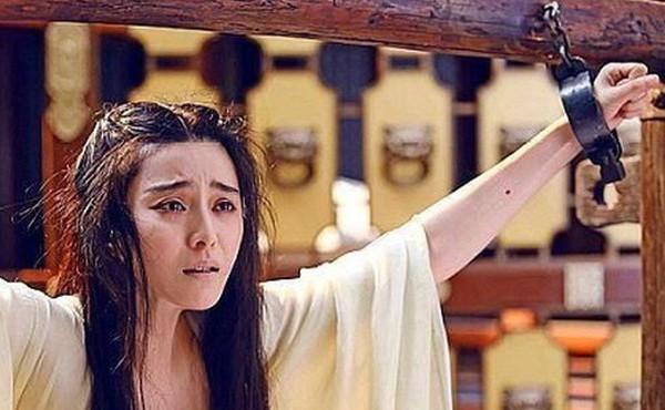 Bất ngờ lý do nữ phạm nhân xưa phải cởi áo ngoài trước khi chết