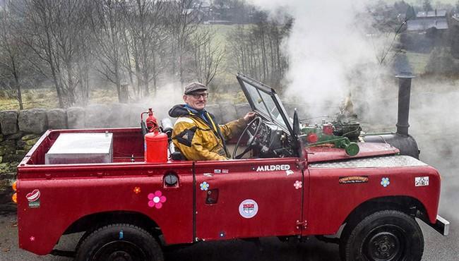 Ngắm Land Rover chạy bằng hơi nước của cụ ông 70 tuổi