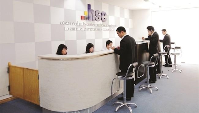 Sếp HSC muốn mua 200.000 cổ phiếu HCM từ công ty riêng?
