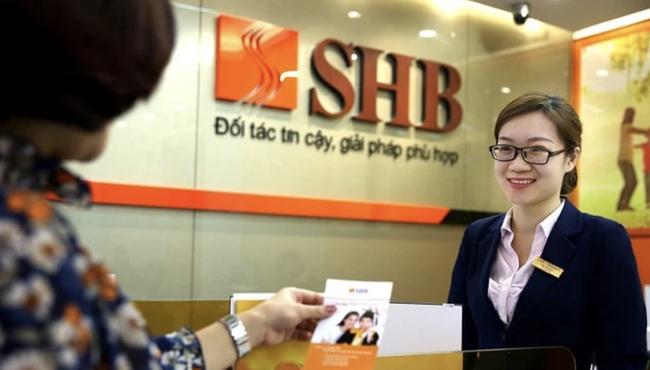 Một sếp ngân hàng bị phạt do không công bố thông tin giao dịch