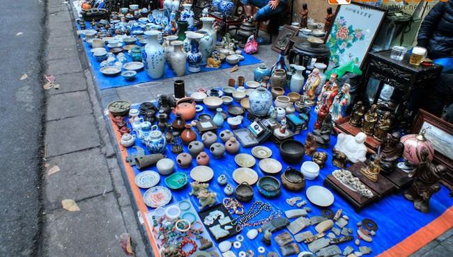 Thưởng ngoạn chợ đồ cổ chỉ họp vào cuối năm ở Hà Nội
