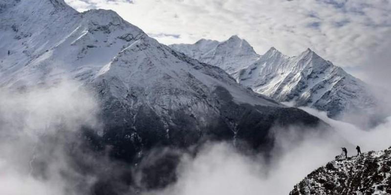 Dai dich COVID-19 de doa 'noc nha the gioi' Everest-Hinh-12