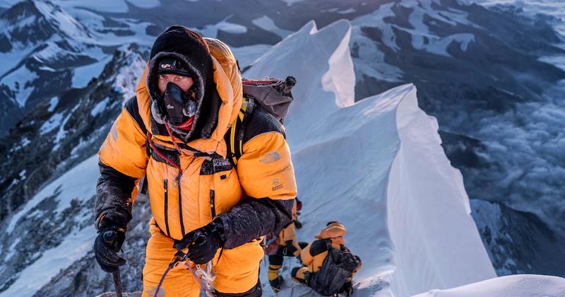 Dai dich COVID-19 de doa 'noc nha the gioi' Everest-Hinh-13