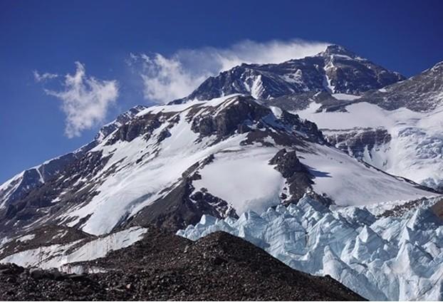 Dai dich COVID-19 de doa 'noc nha the gioi' Everest-Hinh-3