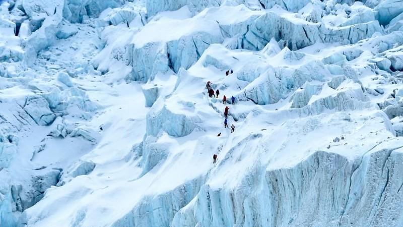 Dai dich COVID-19 de doa 'noc nha the gioi' Everest-Hinh-4