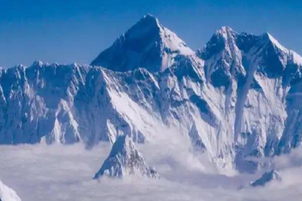 Dai dich COVID-19 de doa 'noc nha the gioi' Everest-Hinh-5