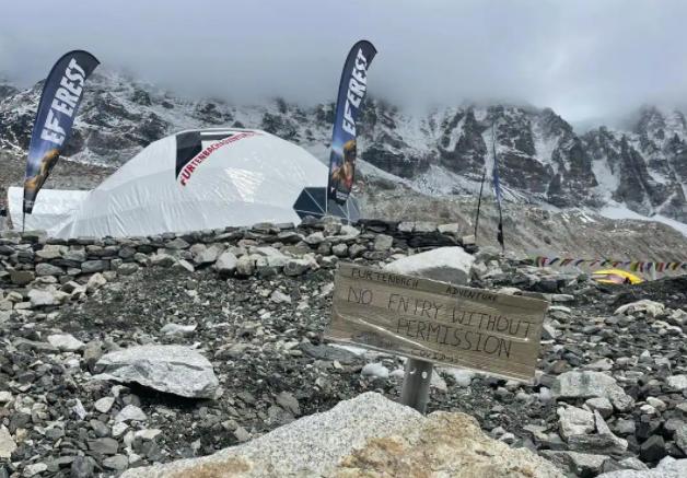 Dai dich COVID-19 de doa 'noc nha the gioi' Everest-Hinh-6