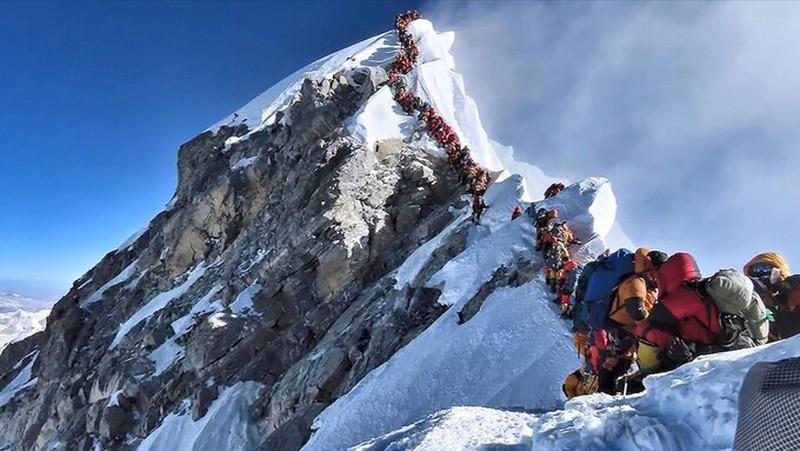 Dai dich COVID-19 de doa 'noc nha the gioi' Everest
