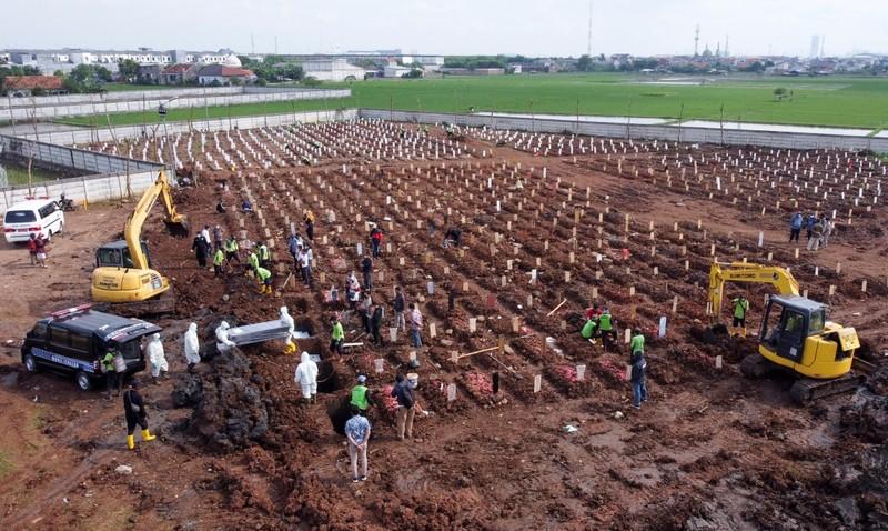 Indonesia vuot moc hon 100.000 nguoi tu vong vi COVID-19-Hinh-2