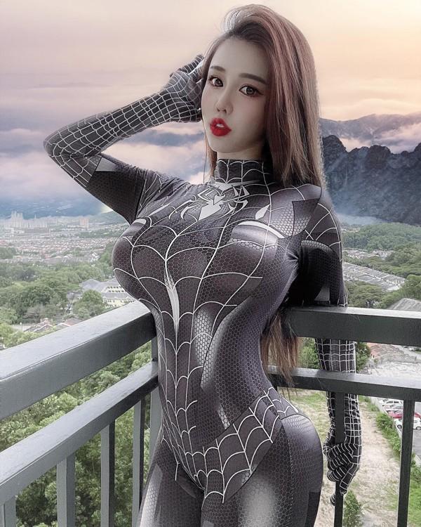 Hotgirl lo body cang mong khi tiem vaccine-Hinh-11