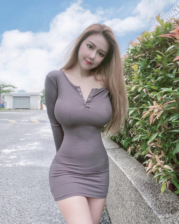 Hotgirl lo body cang mong khi tiem vaccine-Hinh-5