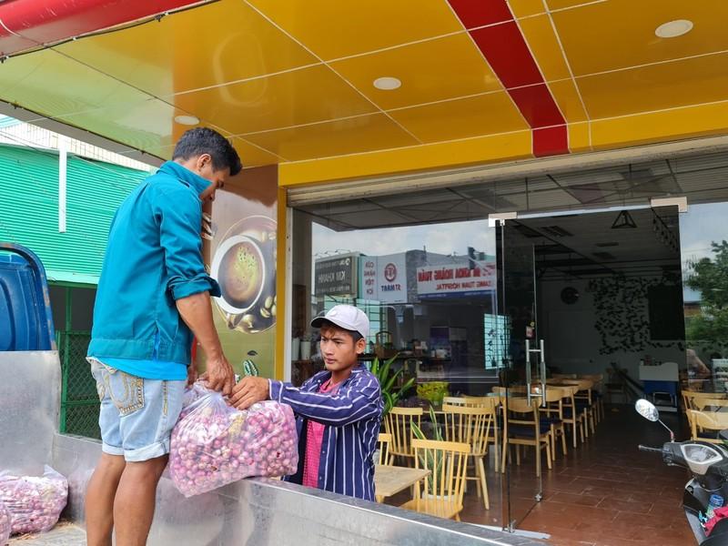 Chu tich Soc Trang van dong ung ho tieu thu hanh tim-Hinh-2