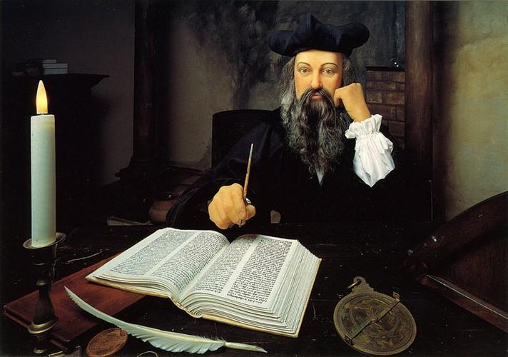 Vi sao nha tien tri Nostradamus nhin thay truoc cai chet cua ban than?-Hinh-2