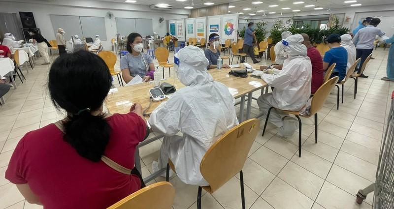 TP HCM: Hon 5.400 phong vien da tiem du vac xin phong COVID-19
