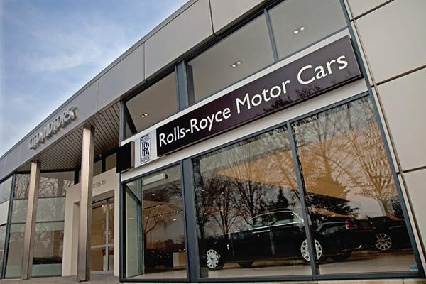 Dai ly Rolls-Royce chinh hang tai Ha Noi chinh thuc dong cua-Hinh-2