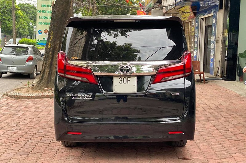 Toyota Alphard chay 1 nam gia con 3,5 ty dong-Hinh-10