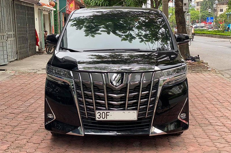 Toyota Alphard chay 1 nam gia con 3,5 ty dong-Hinh-11