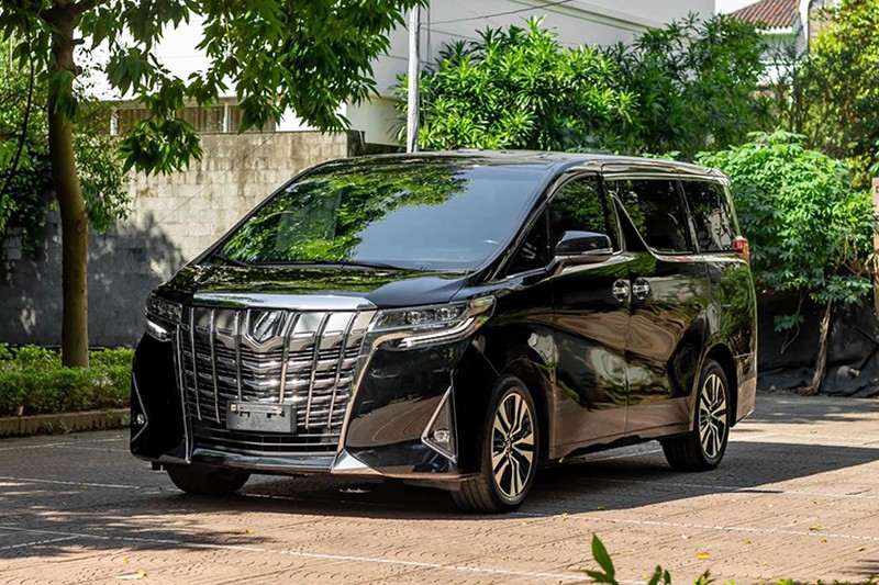 Toyota Alphard chay 1 nam gia con 3,5 ty dong-Hinh-3