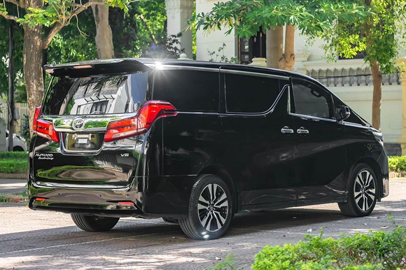 Toyota Alphard chay 1 nam gia con 3,5 ty dong-Hinh-4