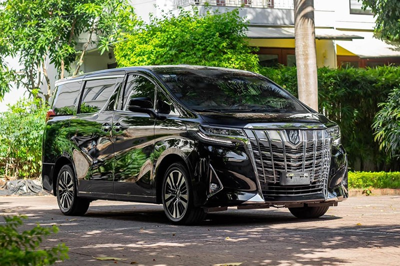Toyota Alphard chay 1 nam gia con 3,5 ty dong