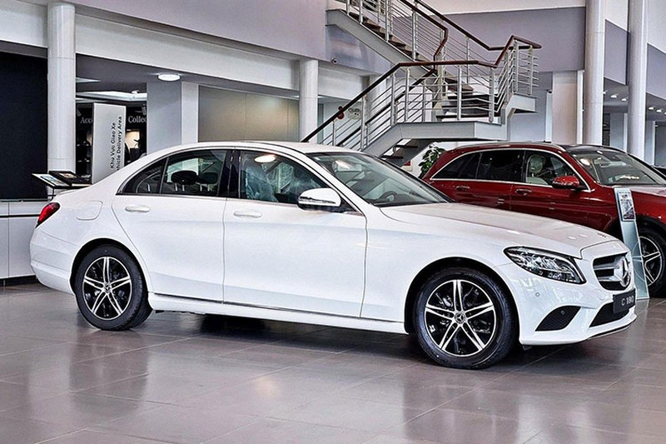 Sieu xe Mercedes-Benz E180 2021 ra mat gia hon 2 ty dong-Hinh-8