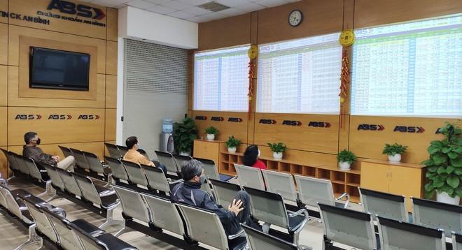 Chuyen co phieu tren HOSE sang HNX: Xem xet theo nguyen vong doanh nghiep, khong chuyen VN30