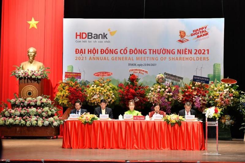 DHDCD HDBank: Chia co tuc 25%, doanh thu phi bancassurance tren 1.000 ty
