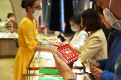 Gia vang hom nay 16/4: Tang manh phien cuoi tuan