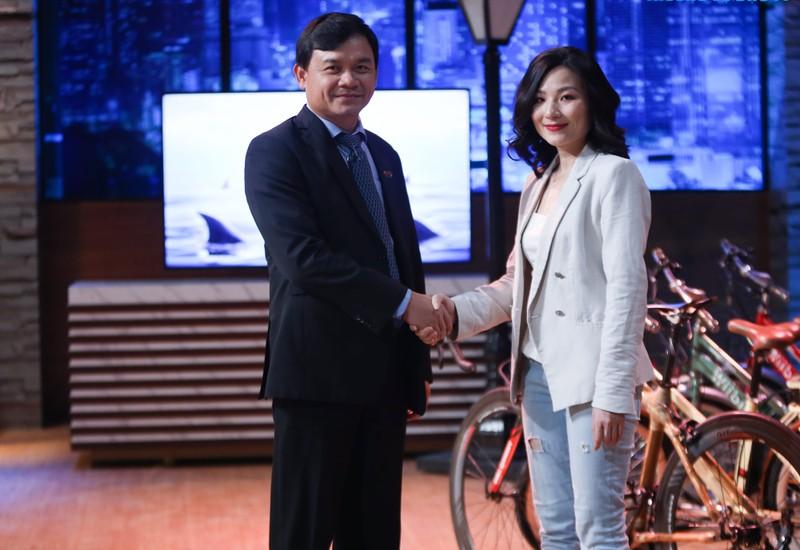 Shark Phu vi sao bi du luan phan ung sau khi dau tu cho CEO xinh dep?