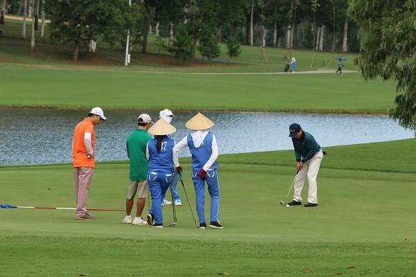 TP Ha Noi tam dung hoat dong cac san golf de chong dich