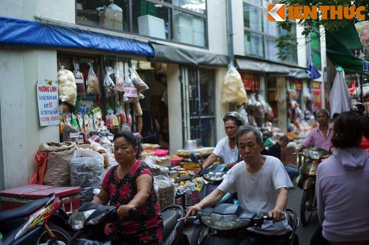 Ky la noi 4 khu cho nam canh nhau doc nhat Ha Noi-Hinh-5