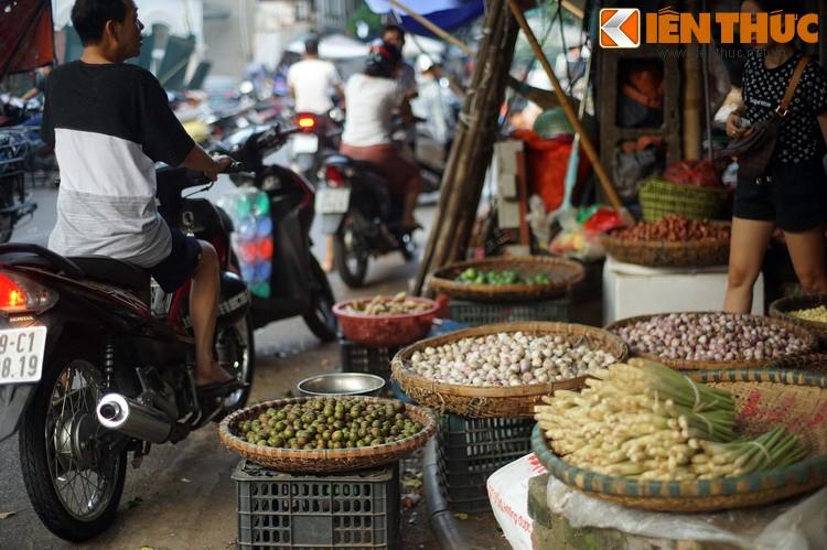 Ky la noi 4 khu cho nam canh nhau doc nhat Ha Noi-Hinh-8